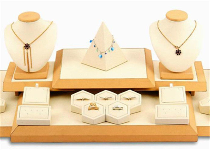 Recyclable Jewelry Display Bust , High Grade Jewellery Display Stands For Shops